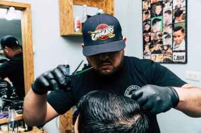man wearing black shirt cap and gloves